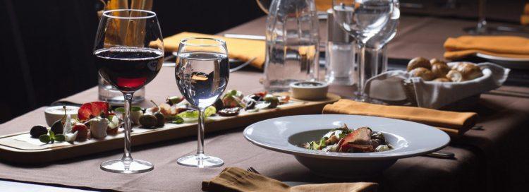 Co warto pić w trakcie dietetycznej kolacji